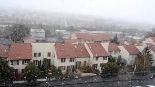 L'hiver est arrivé brutalement en France et en Auvergne. Les températures ont perdu plus de 10°C entre le 20 novembre et le 21. Les premières chutes de neige ont même eu lieu en plaine ce samedi 21 en fin de matinée. Malheureusement sans tenue au sol.