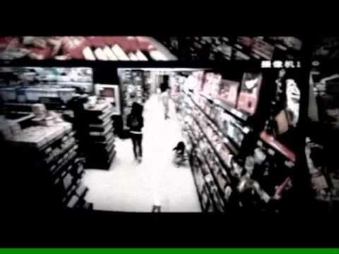 ragazza con poteri paranormali ripresa dalle videocamere.incredibile!