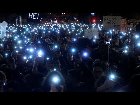 Oυγγαρία: Στους δρόμους οι μαθητές