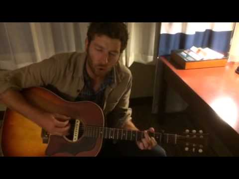 Brett Eldredge Sings To Fans