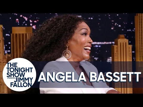 Black Panther's Angela Bassett Surprised Tiffany Haddish with an Unexpected Visit (видео)