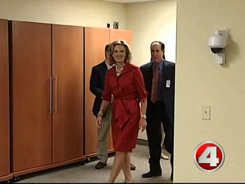 Ann Romney visits cancer patients in Fort Myers