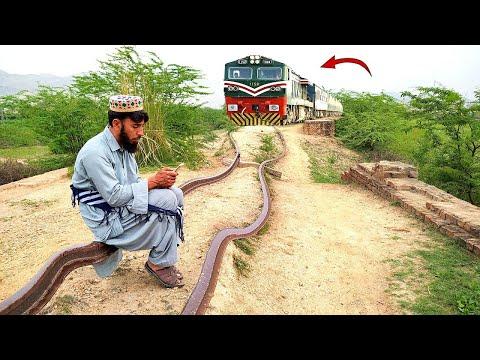 Railway Train aur Admi    Train Funny Video