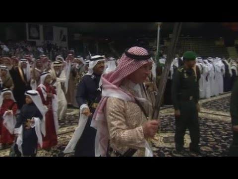 Prince Charles dances with sword in Saudi Arabia