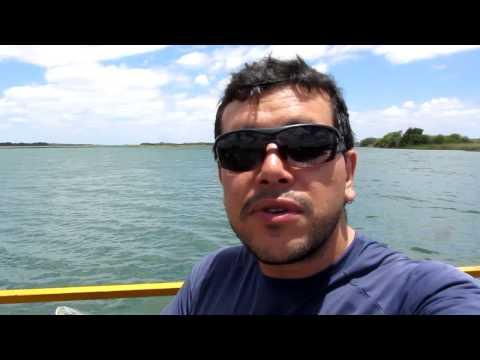 Cruzando a balsa entre Pernambuco e Bahia no Rio São Francisco - alundoaestrada.com