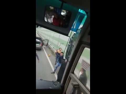Kiinalainen mylläkkä pysäyttää muun liikenteen – Melkoista touhua