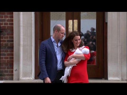 العرب اليوم - العائلة الملكية تكشف عن الصور الأولى للمولود الجديد