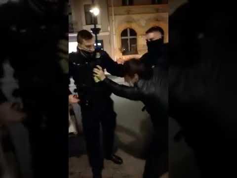 Strażnicy miejscy zwolnieni po interwencji. Nagranie z zajścia