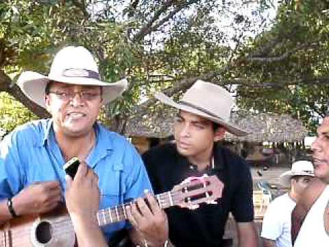jorge guerrero 2011, en el fundo cantando una cancion nueva
