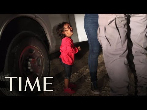 邊境哭泣女童照撼人心 父:她跟媽媽沒被拆散