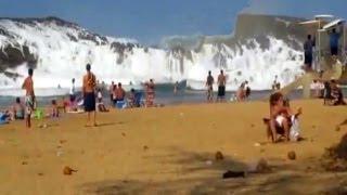 BEACH RESORT AMAZING TSUNAMI WAVES !