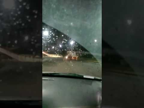 Caminhão empurrando táxi na Av. Bonocô