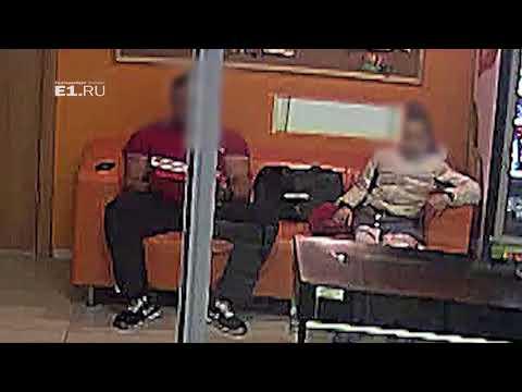 Тренера обвинили в педофилии после того, как он посидел на одном диване с девочкой