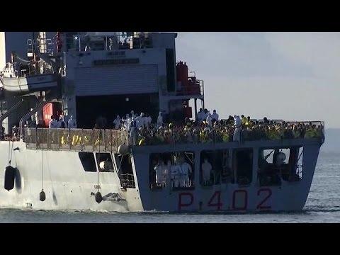 Ιταλία: Χιλιάδες μετανάστες αποβιβάστηκαν στη Σικελία τα τελευταία 24ωρα