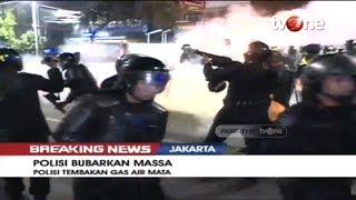 Download Video Detik-detik Polisi Tembak Gas Air Mata dan Bubarkan Massa Setelah Peringatan Ketiga MP3 3GP MP4