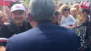 Prokurator towarzysz Piotrowicz witany owacyjnie przez elektorat PiS.