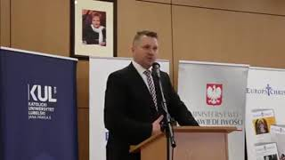 Minister Czarnek i funkcje kobiety.