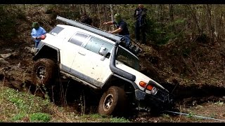 4x4 EXTREME OFF-ROAD - Recovering Toyota FJ Cruiser from deep Mud Hole toyota fj cruiser off road extreme Humman Off ...
