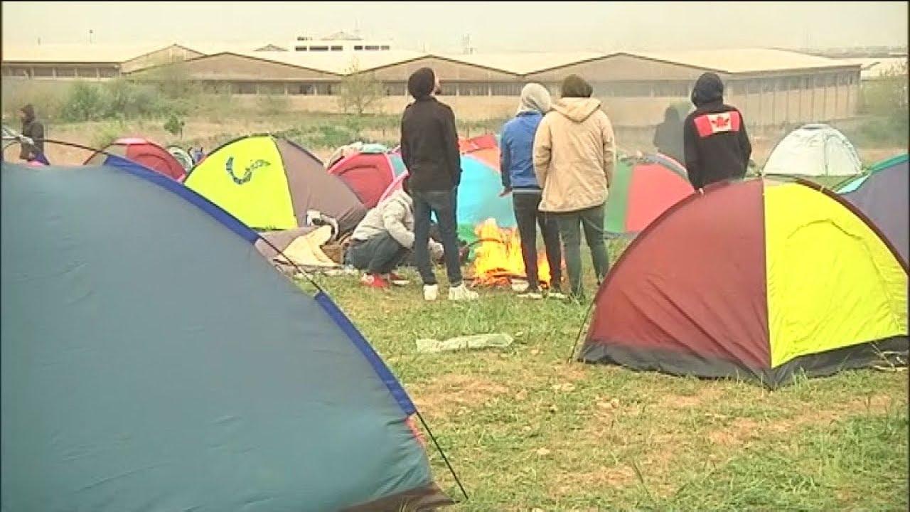 Διαβατά: Πρόσφυγες προσπαθούν να φτάσουν στον υπαίθριο καταυλισμό