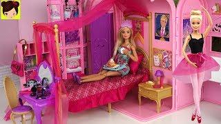 Barbie es una bailarina de Ballet en la escuela de princesas. Rutina de la mañana en su habitacion rosa de princesa. Vemos a Barbie tomando desayuno,  Barbie se baña , se pone el maquillaje y se peina.  Luego Barbie y su mejore amiga van a su clase de ballet donde bailan de verdad igual que el la pelicula de niñas Barbie bailarina de ballet.Juguetes del video ❤️Dormitorio de Barbie escuela de princesasBarbie Bailarina de Ballet Estudio de Baile y Escenario de Barbie.Barbie Rutina de Noche Pijamada de Hermanas - Habitacion con Literas de Muñecashttps://youtu.be/b02rOb3lNV4Mas videos infantiles para niñas con juguetes.Barbie Rutina de La Mañana en Dormitorio de Escuela - Video Jugando con MuñecasBarbie y Ken y sus amigos de campamentohttps://www.youtube.com/edit?o=U&video_id=iqSTTcLWpgoBarbie es una muñeca conocida por todo el mundo pero le llaman diferentes nombres en otros paises como:Barbie Beliche Quarto noite de rotina, Barbie boneca Banheiro Quarto Manhã Rotina  , Beliche para Barbie Quarto  , Novelinha rotina da barbie noite , barbie sereia de brinquedo