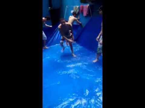 Palotina – Presos improvisam piscina dentro da cadeia e postam em redes sociais