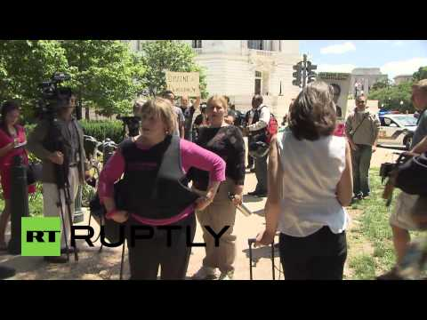 USA: NSA leaker Snowden is a hero, say Washington protesters