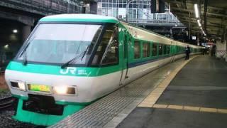 新大阪駅を発車する特急列車