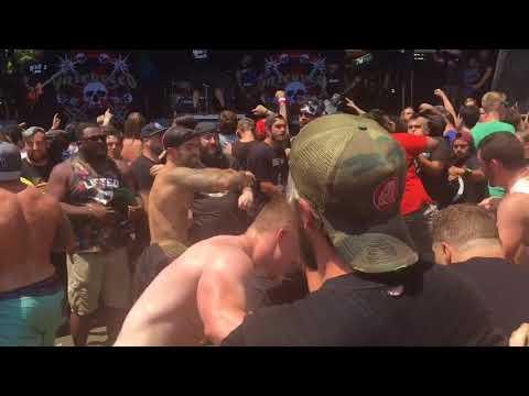 Mosh pit during Hatebreed set at 2018 Warped Tour in Homdel (видео)