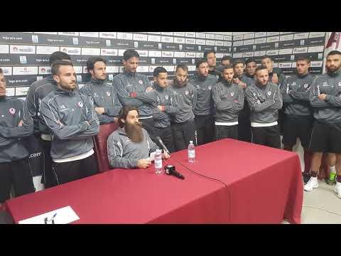 Moscardelli legge il comunicato della squadra