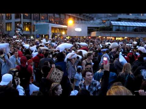 Pillowfightday 2011 – Kissenschlacht in Hamburg