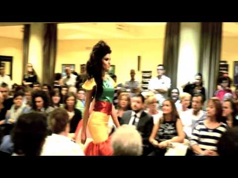 Veure vídeo Síndrome de Down: Desfile de ''Lady Isabel''