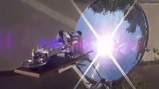 Motor Stirling Gama YOKE ROSS,  funcionando com energia solar, usando uma parábola  com 6000 espelhos de 10 X 10 mm, temperatura no foco em torno de 600 ºC. Este motor foi desenvolvido e confeccionado  em oficina de fundo de quintal na cidade de Ipatinga Minas Gerais Brasil.Contem um total de 11 micro rolamentos alguns retirados de HD.Pistão de força em grafite e deslocador em alumínio.Curso do deslocador 43 mm pistão de força 25 mm.Stirling Engine Range YOKE ROSS, working with solar energy, using a parabola with 6000 10 X 10 mm mirrors, focus on temperature around 600 ° C.This engine was developed and manufactured in backyard workshop in the city of Ipatinga Minas Gerais Brazil.It contains a total of 11 micro some bearings HD removed.Piston force in graphite and aluminum shifter.Shifter stroke 43 mm 25 mm piston force.
