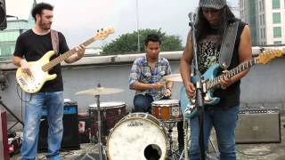 Download lagu Fire Underwater Gugun Blues Shelter Mp3