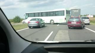 Zawracanie autokarem z dziećmi na trasie szybkiego ruchu – DK1