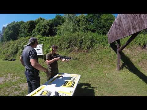 Klasa LO podczas zajęć z nauki strzelania. Instruktaż Grupa 39 z Elbląga (2).