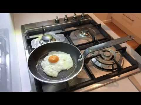 How To Make A French Pan Fried Egg - Culinary Basics