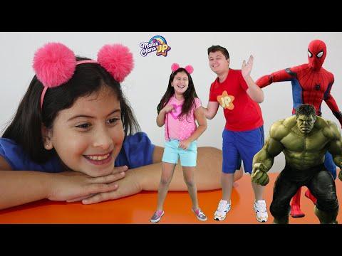 Maria Clara e JP dançando com os super-heróis - Superheroes Dance with Maria Clara and JP