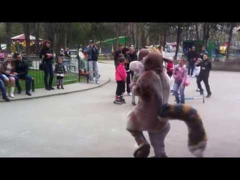 14.04.2013 г. Танец детей с белкой из Ледникового периода