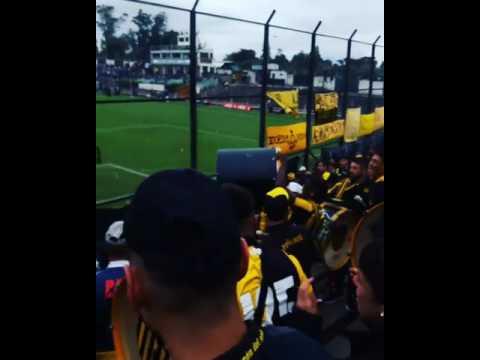 Peñarol hinchada vs racing - Barra Amsterdam - Peñarol