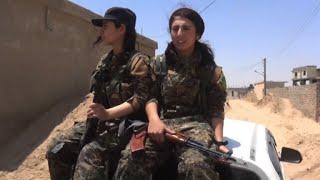 Heza fue encarcelada y vendida como esclava sexual por los yihadistas del grupo Estado Islámico. Hoy los combate en la ciudad siria de Raqa, tras unirse a un componente de las Fuerzas Democráticas Sirias, una alianza kurdoárabe apoyada por Estados Unidos.