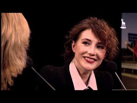 Carice van Houten - Tijdens de NFF Talkshow van 29 september interviewde Claudia de Breij actrice Carice van Houten. Gezellige boel.