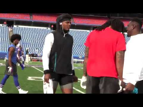 Former NFL MVP Cam Newton approaches Kelvin Benjamin to shake his hand, end in awkward situation.