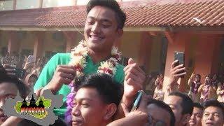 Video DUA PEMAIN TIMNAS U-16 DISAMBUT MERIAH SAAT HADIR DI SEKOLAHNYA MP3, 3GP, MP4, WEBM, AVI, FLV September 2018