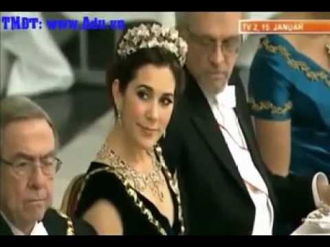 Nhìn trộm ngực công chúa Đan Mạch, bị bắt quả tang