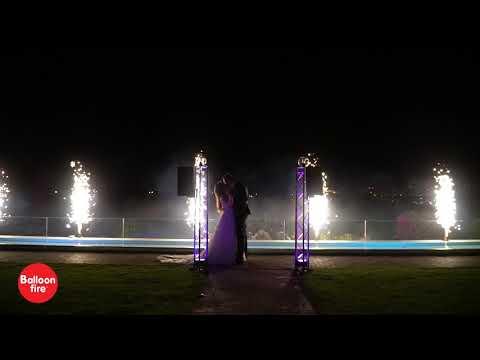 Είσοδος γάμου με συντριβάνια & πυροτεχνήματα βεντάλιες | Εις το Έπακρον