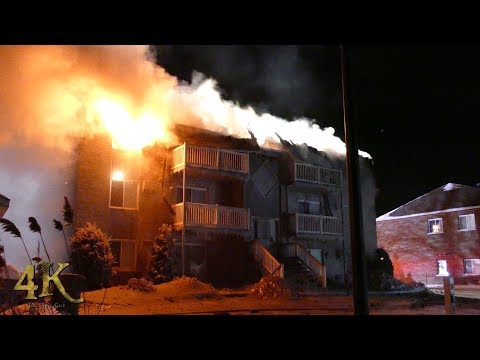 Beauharnois: Incendie par temps glacial / Firetrucks frozen at apartment fire 12-28-2017