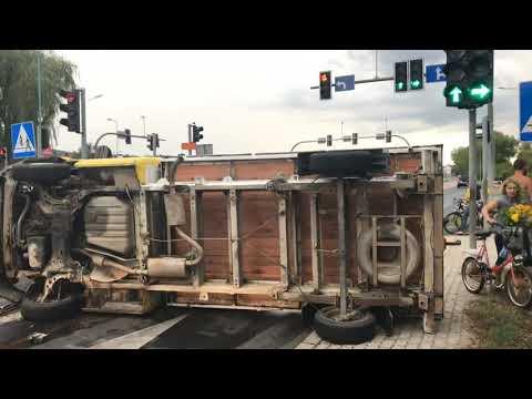 Wideo: Przewrócona półciężarówka w Lubinie