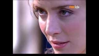 Fernando descobre onde mora Aurélia e lhe faz uma visita. Após uma curta conversa, ele a beija. Novela Essas Mulheres.