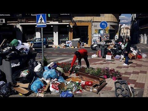 Σε χωματερές έχουν μετατραπεί οι δρόμοι στη Μάλαγα