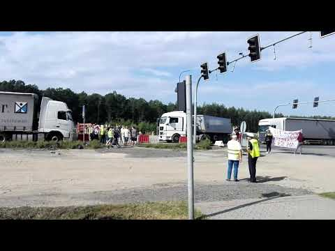 Wideo: Blokada drogi koło Biedrzychowej